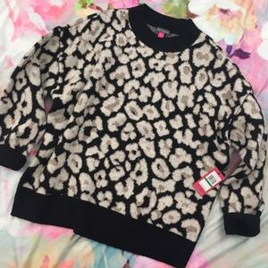 Vince Camuto / Oversized Leopard Print Sweater